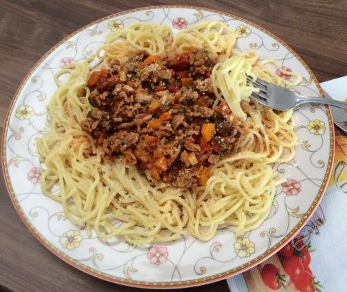 Спагеті з овочевим болоньєзе