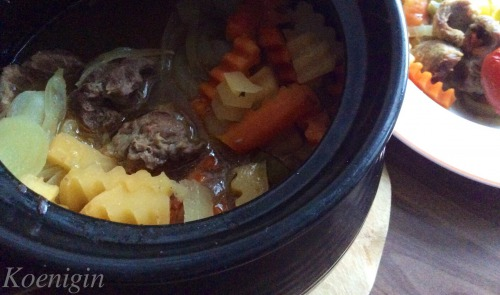 Meat with vegetables in a pot (winter version with rutabaga)