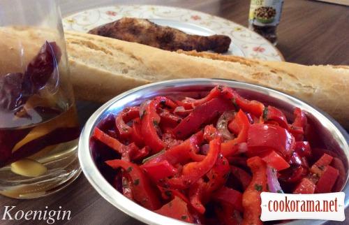Теплий салат із червоного перцю