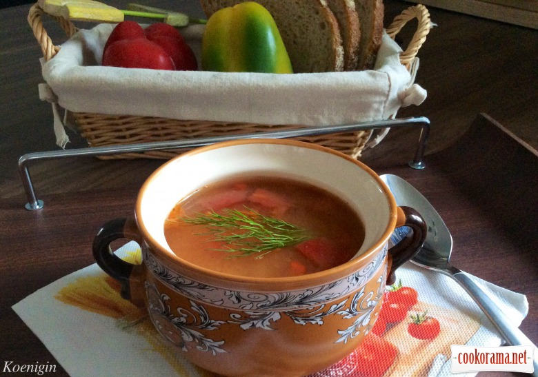 Soup of white beans with tomatoes and red pepper