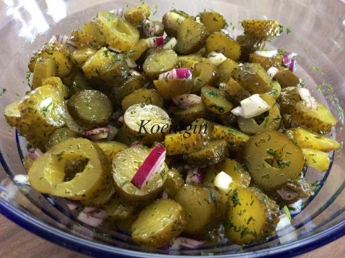 Салат із солоних огірків