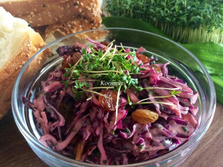 Салат из красной капусты с винной заправкой
