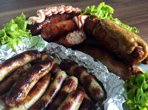 Німецькі сосиски (ковбаски) з солодкою гірчицею