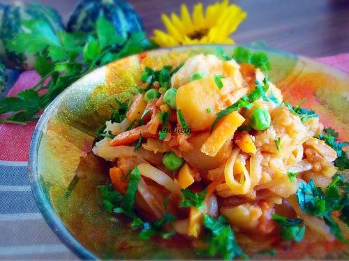 Рагу овощное с томатно-сметанным соусом