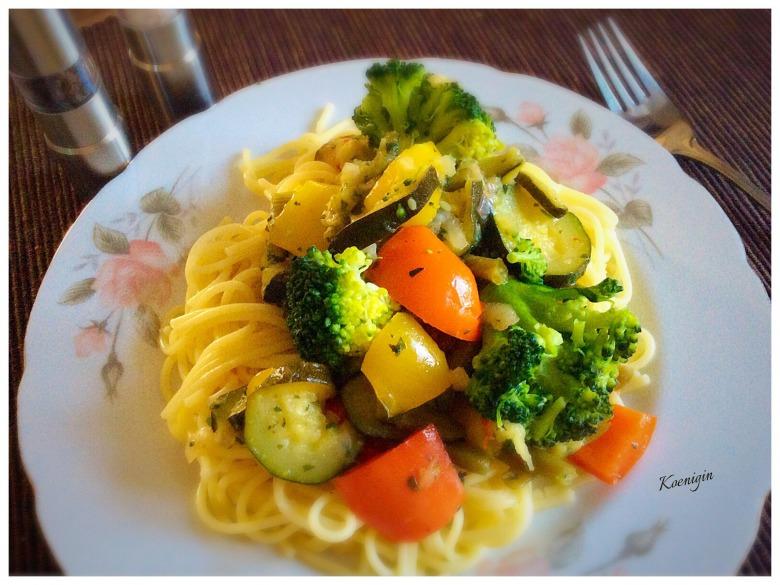 Овощное рагу в итальянском стиле со спагетти