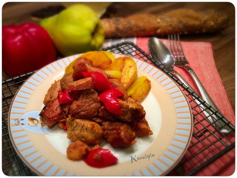 Тушкована індичка з солодким перцем та айвою