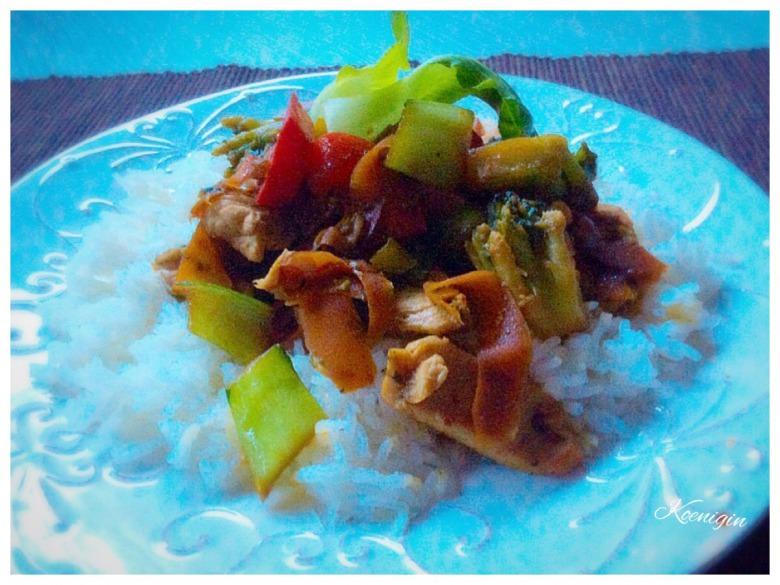 Пак-чой в соєвому соусі з овочами та індичкою