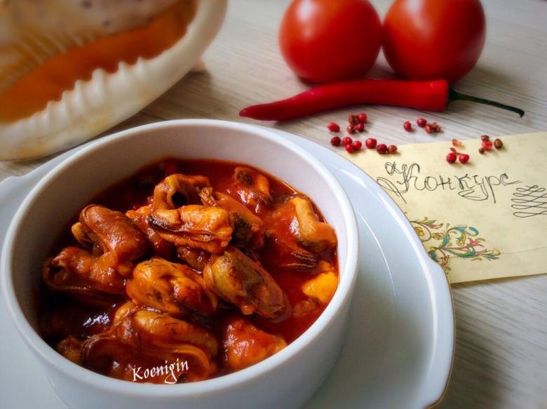 Мідії в пікантному томатному соусі