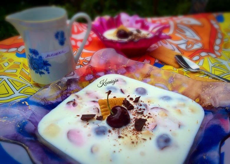 Йогуртовий десерт з черешнею