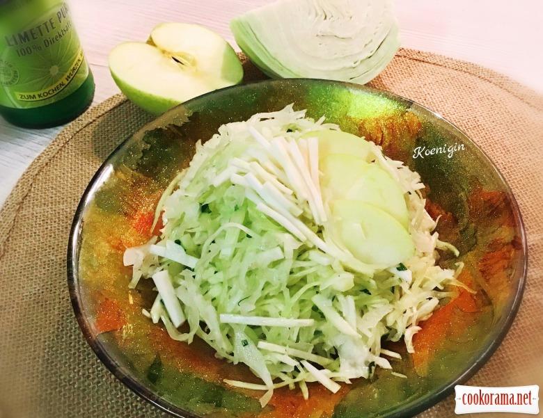 Салат із капусти з яблуком та селерою