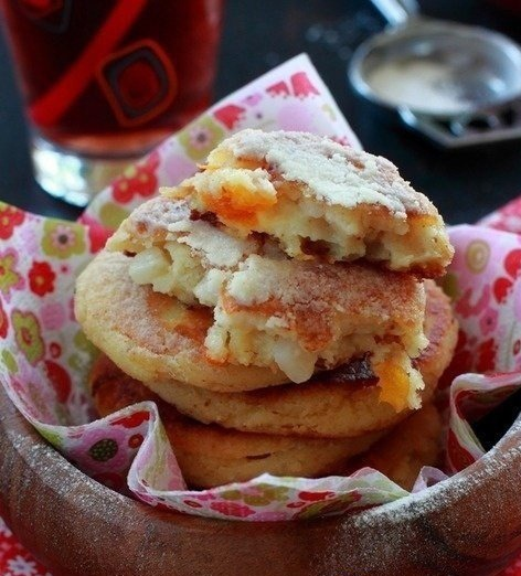 Semolina fritters with apples and raisins