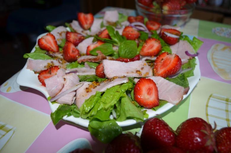 Незвичний салат: полуниця+м'ясо