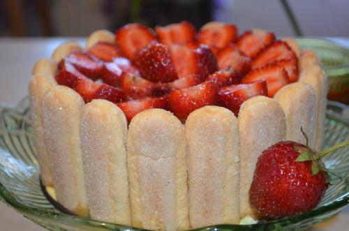 Полуничне тірамісу аля торт