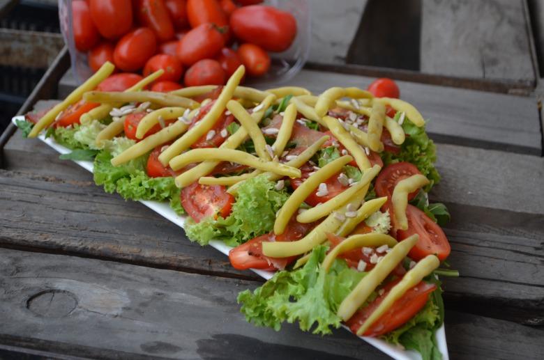 Салат з шпарагівкою та в'яленим м'ясом