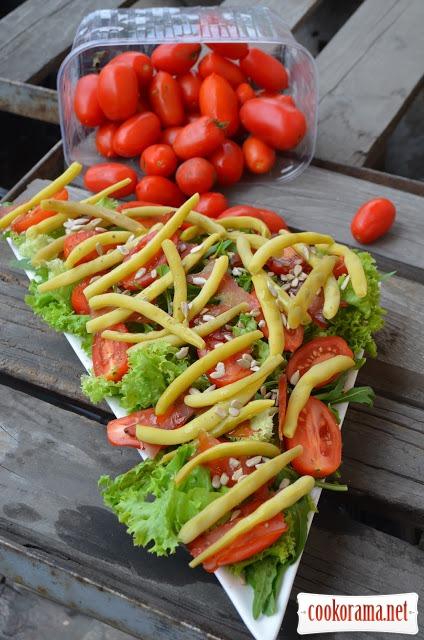 Салат со спаржевой фасолью и вяленым мясом