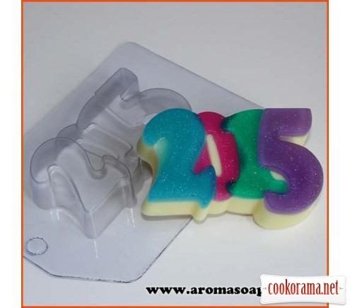 2015год 90г  Источник Aromasoap.com.ua: http://www.aromasoap.com.ua/plastikovye-formochki/2015god-90g.html - Читать подробнее