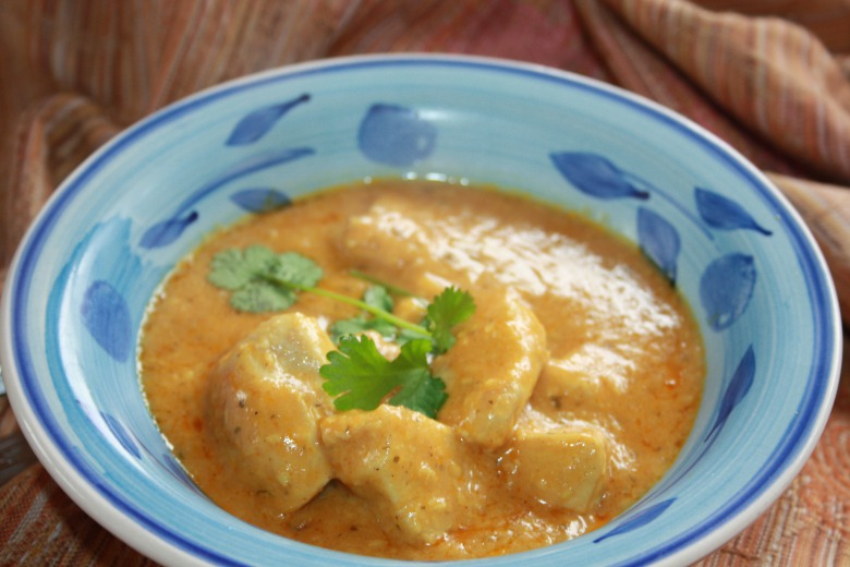 "Indian curry ""corma"" (chicken in sour cream sauce with almonds, coconut and spices)"