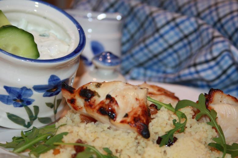 Куряче філе в медовому маринаді по-грецьки з йогуртовим соусом