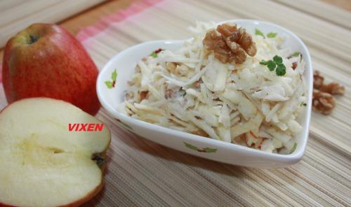 Салат з селерою, яблуком та горіхами та 6 варіантів соусів (заправок)
