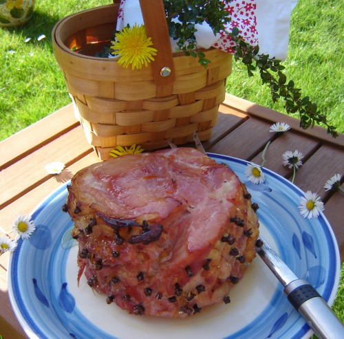 Roasted ham in honey-orange glaze with cloves