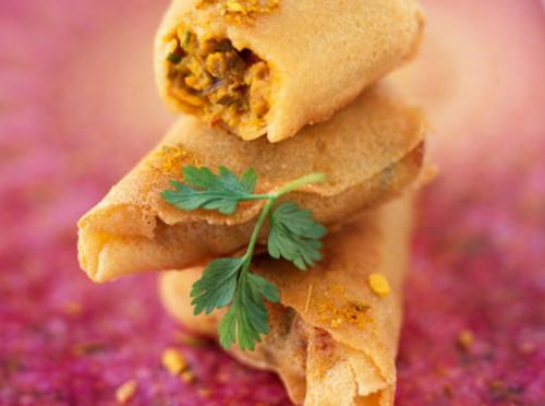 Індійські samosa (пиріжки з тіста філо) з фаршем