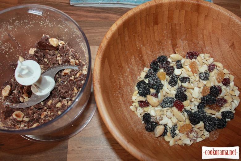 Печиво з горіхами, журавлиною та шоколадними «вкрапленнями»