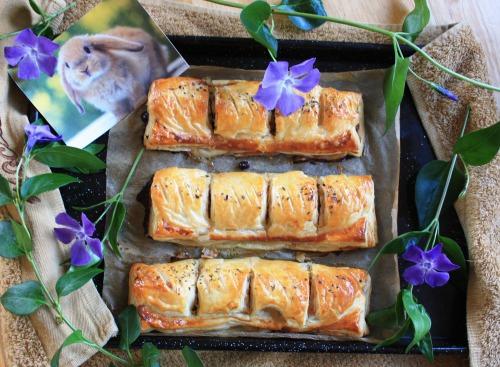 Пиріжки з листкового тіста з фаршем