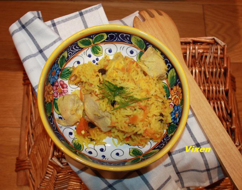 """Рис """"pilau"""" з куркою, сухофруктами  та прянощами"""