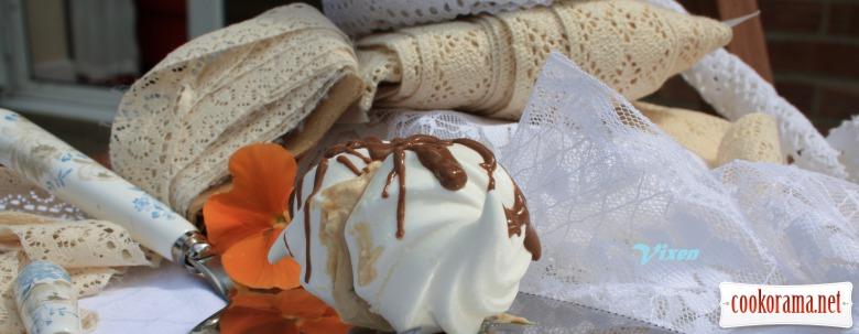 Горіхові меренги з кавовим кремом та шоколадом
