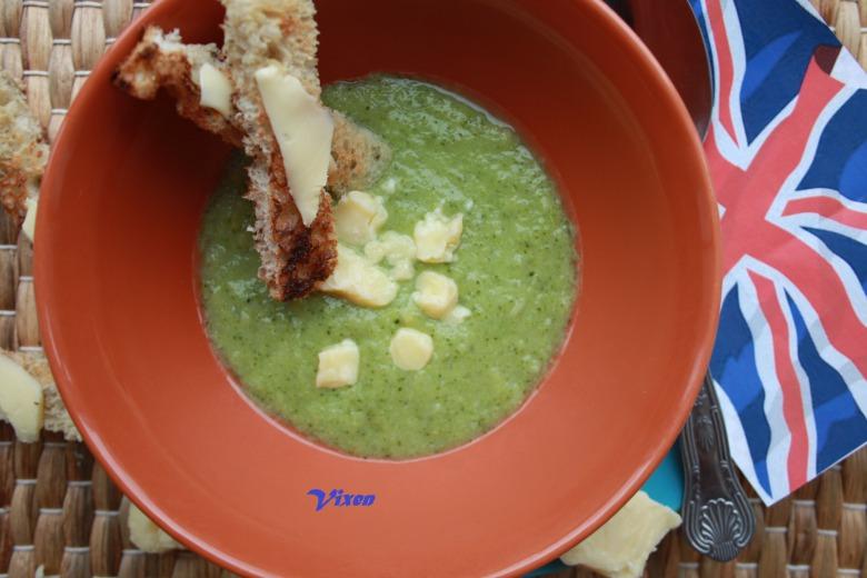Суп из брокколи и сыра Стилтон