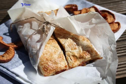 Пирог-слойка с сухофруктами из узвара