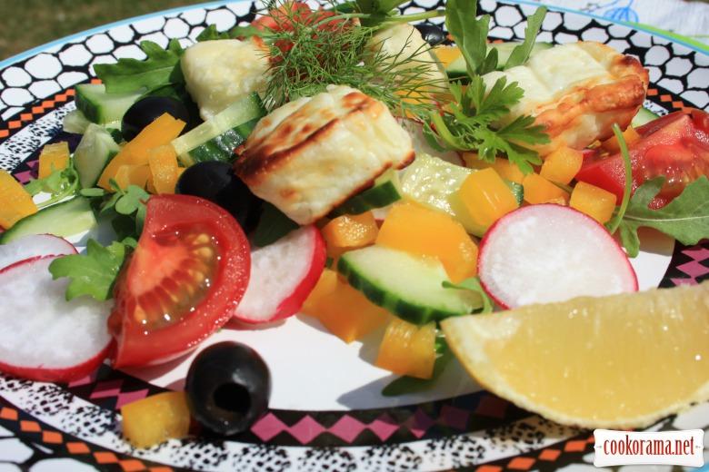 Салат «Літній» з сиром на грилі