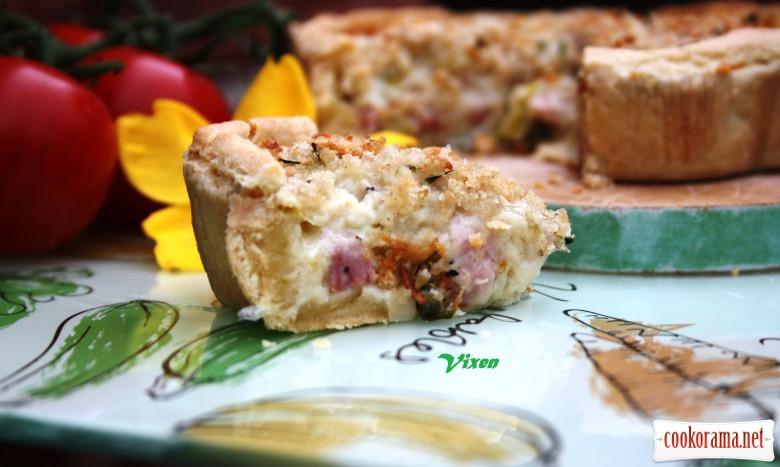 Пиріг кіш з медовою копченою  грудинкою та цибулею