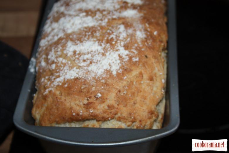Домашній хлібчик з висівками та вісяними пластівцями