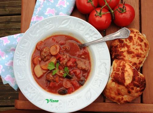 Stew или тушеные овощи с мясными шариками (рагу)