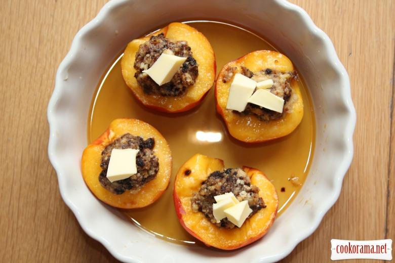 Нектариновый десерт с орехами и медом
