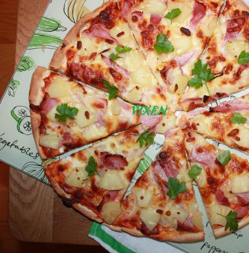 """Хрумка Піца з шинкою та ананасами ( + рецепт тіста, яке не потребує часу для """"підростання"""")"""
