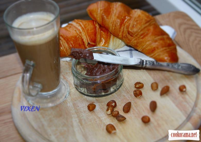 Шоколадно-горіхова паста або домашня «Нутелла»