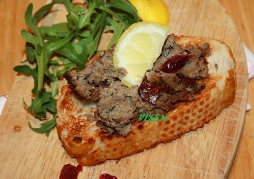 Печінково-горіховий паштет з журавлиною та грибами