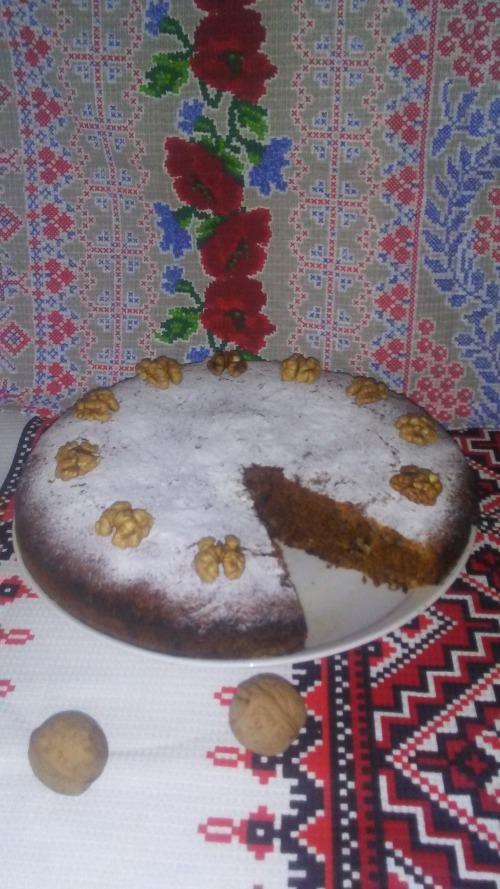 Гарбузово-моркв'яний пиріг з медом та горіхами до посту