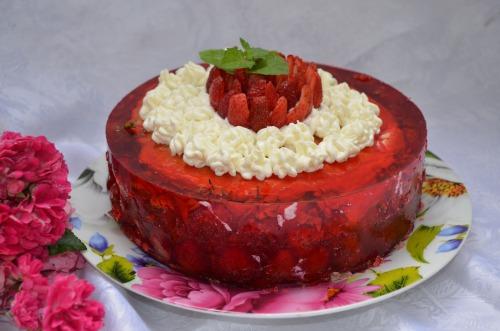 Полунично-малиновий торт