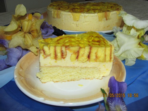 Торт з йогуртом та білим вином