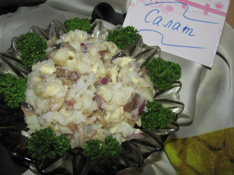 Салат з запеченою рибою