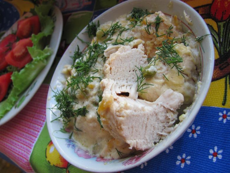 Фрікасе з курки з вершковим соусом та зеленим горошком