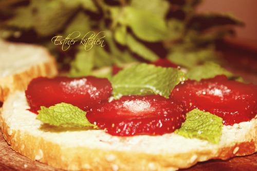 Солоденькі полуничні сендвічі. «Strawberry sandwich»