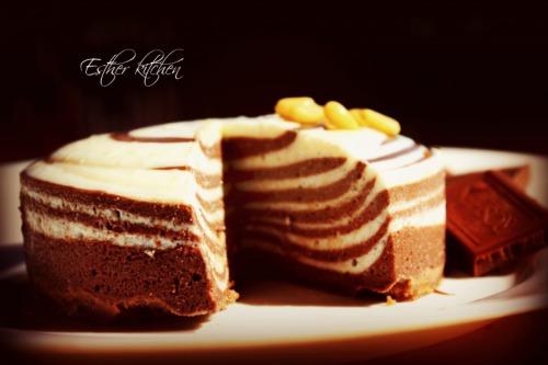 "Чизкейк «Два цвета» из двух видов сыра. Cheesecake ""Two colors""."