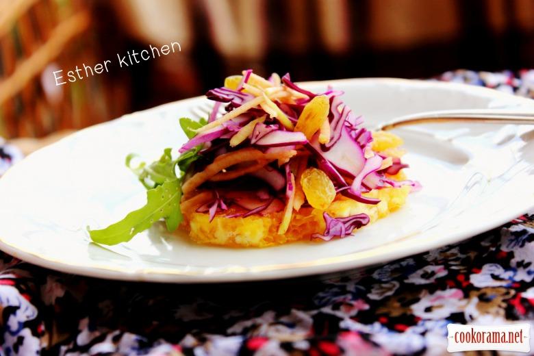 Салат з червонокачанної капусти з жменькою закарпатських бурштинових скарбів.