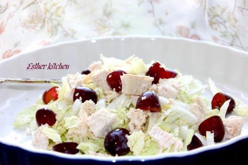 Салат из пекинской капусты, курицы и красного винограда