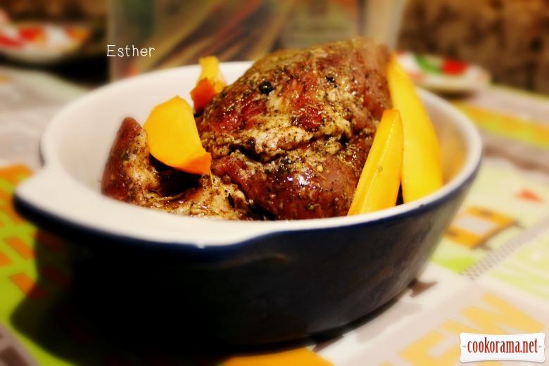 Соковите , ароматне м'ясо запечене з хурмою.