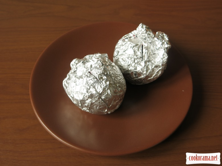 Крем борщ з яйцем та бринзою